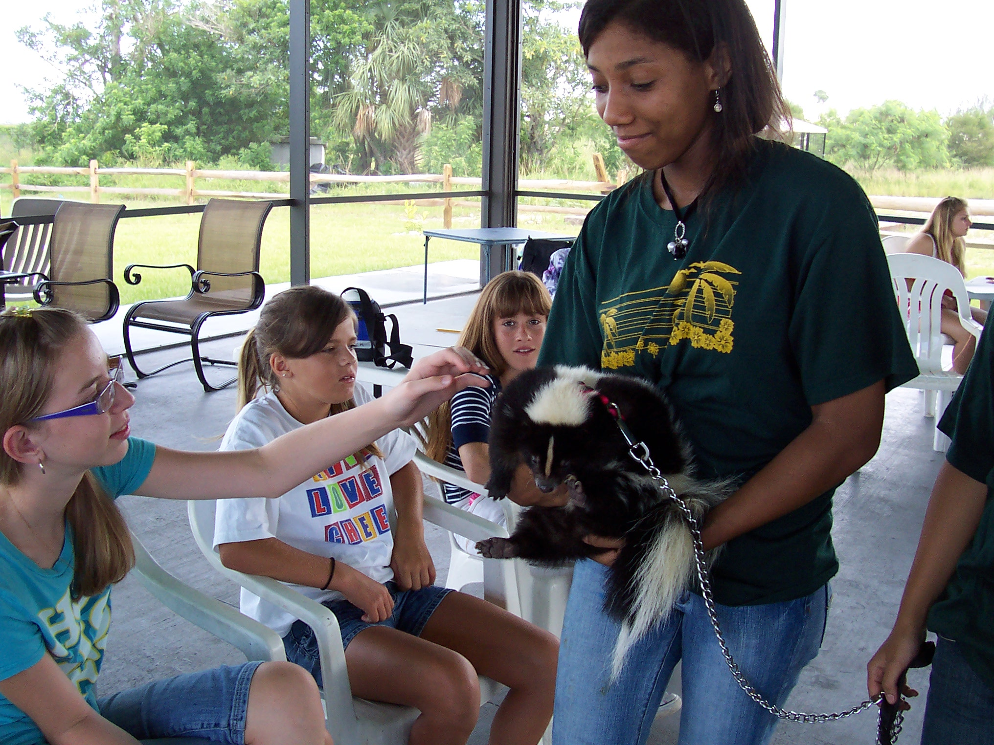junior volunteer sawgrass nature center wildlife hospital junior volunteers are an integral part of the snc volunteer family there are a variety of opportunities available to young adults ages 15 17 such as